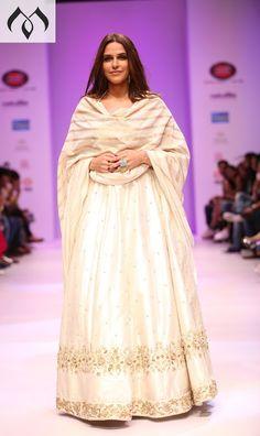 #nehadupia #showstopper #irw #indiarunwayweek #sashivangapalli #hyderabaddesigner #coutureindia #indiancouture #mugdhaartstudio Contact Details:040-65550855/9949047889 Watsapp:8142029190/9010906544 Email-id:Mugdha410@gmail.com Instagram:MugdhaArtStudio