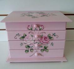 caixa com 4 gavetas em mdf toda pintada a mão <br>3 gavetas com divisórias e uma sem divisórias