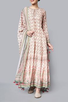 Indian dresses - Creation of Anita Dongre Pakistani Dress Design, Pakistani Dresses, Indian Dresses, Dresses Dresses, Dresses Online, Fashion Dresses, Floryday Vestidos, Vestidos Color Rosa, Indian Wedding Outfits
