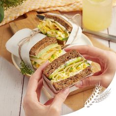 Für Ihr nächstes Picknick an der frischen Luft haben wir das perfekte Rezept: leckere Sauerteigbrot-Sandwiches mit feinen Fol Epi Scheiben. Pain Au Levain, Sandwiches, French Door Refrigerator, Nutrition, Plein Air, Living Room, Drinks, Food, Favorite Recipes