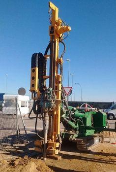 Ejecución de micropilotes para la cimentación profunda de un edificio de servicios a construir en Fuenlabrada, Madrid.
