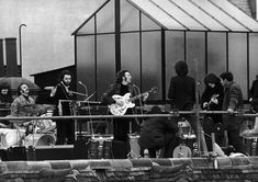 British pop band The Beatles, aka John Lennon, Paul McCartney, George Harrison and Ringo Starr, staging their final, legendary public performance on the rooftop of the Apple Corps... VIEW MORE RBO/Camera Press/Redux