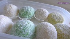 How to make snowball cake (Cach lam banh bao chi) with full recipe in English and Vietnamese at http://danangcuisine.com/?p=605