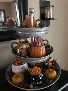 Christmas Centerpieces, Thanksgiving Decorations, Table Decorations, Diy Thanksgiving, Fall Decorations For Outside, Centerpiece Ideas, Adornos Halloween, Tiered Stand, Fall Table