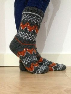 Hand Knit Wool Socks Fox Foxy Socks Grey Orange White Winter Fair isle Stay foxy and warm with these fun thick fox socks! Made with wool, available in a variety of sizes. Knitting Socks, Hand Knitting, Desire Clothing, Van Lego, Fox Socks, Fair Isle Knitting Patterns, Argyle Socks, Winter Socks, Ear Warmers