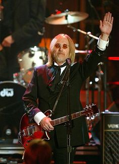 Tom Petty performs with Keith Richards at the Annual Rock and Roll Hall of Fame Induction Ceremony in New York on March Tom Petty, Losing Your Best Friend, King Bee, Toni Braxton, My Tom, Amy Winehouse, Bruce Springsteen, George Harrison, Stevie Nicks