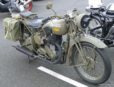 BSA M20 WD c1941 Military Motorcycles of WWII at Sheldon's EMU British Motorcycles, Cool Motorcycles, Vintage Motorcycles, Old Bicycle, Old Bikes, Vintage Bikes, Vintage Cars, Bsa Motorcycle, Army Vehicles