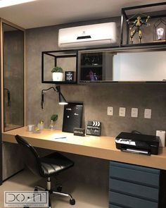 Escritório pequeno: 80 inspirações para decorar o seu espaço Home Office Layouts, Home Office Setup, Home Office Space, Small Office Design, Office Interior Design, Office Interiors, Small Room Design, Study Room Design, Home Room Design
