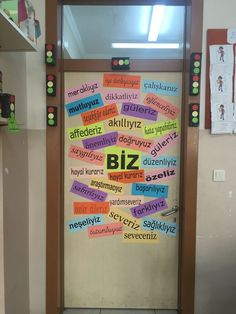 This Pin was discovered by Zel Class Bulletin Boards, Classroom Board, Preschool Classroom, Classroom Activities, Classroom Organization, Classroom Decor, Classroom Management, Kindergarten Projects, School Projects