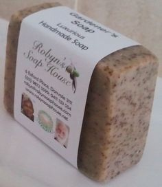 Gardener's Soap saponified Australian olive oil, coconut and palm oils, natural glycerine, fresh coffee grounds, Eucalyptus, Tea Tree, Rosemary & Peppermint essential oils.