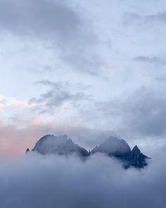 L'eterno nell'effimero, la montagna nella nebbia #Italy #nature #amazing #Dolomiti