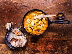 Intialainen kukkakaalipannu on lempeän mausteinen kasvisruoka