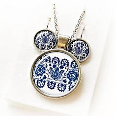 HelkaAndr / sada Folklórný ornament modrý Decorative Plates, Pendant Necklace, Business Ideas, Jewelry, Jewlery, Jewerly, Schmuck, Jewels, Jewelery