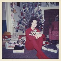 33 Color Pics That Capture Teenage Girls Posing With Christmas Trees in the ~ vintage everyday Vintage Christmas Photos, Retro Christmas, Vintage Holiday, Christmas Pictures, Christmas Greetings, Xmas Photos, Vintage Photos, Christmas Stuff, Vintage Photographs