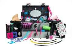 Monster High Monsterfy Make-Up Case Just Play http://www.amazon.com/dp/B00GORXANW/ref=cm_sw_r_pi_dp_h3eMwb14N70PX