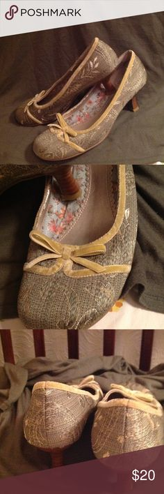 """Green Print Kitten Heels Good condition heels. With tan velvet bow to accent toe box. Wooden kitten heels measure 2"""". No wear on outside of shoe see picture 4 for slight wear on inside of one shoe. Mudd Shoes Heels"""