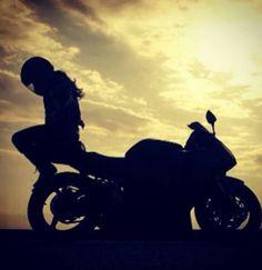 Motorbike Girl, Motorcycle Style, Biker Chick, Biker Girl, Pulsar Motos, Biker Photoshoot, Bike Couple, Biker Love, Cafe Racer Girl