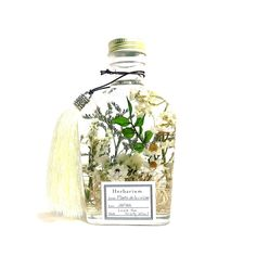 Plante de la cuisine powered by BASE How To Preserve Flowers, Preserving Flowers, Forever Flowers, Floating Flowers, Cuticle Oil, Beauty Packaging, Aesthetic Images, Paint Colors For Home, Bottle Design