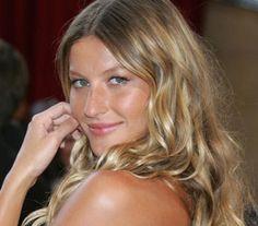 8 φανταστικά προιόντα για τα μαλλιά που κατά πάσα πιθανότητα βρίσκονται ήδη στο ψυγείο σου!