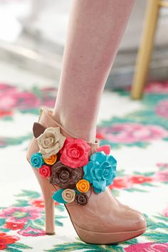 Beige shoes with flowers