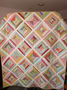 I'm drawn to sweet quilts lately, look I found another one.