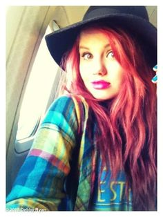 Ooh I need this hair color. {Debby Ryan}