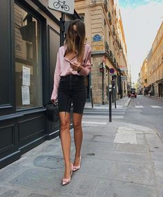 The image may contain: one or several people, people standing and outside shorts shorts shorts shorts outfits shorts Mode Outfits, Short Outfits, Trendy Outfits, Fashion Outfits, Womens Fashion Online, Latest Fashion For Women, Look Fashion, Fashion Beauty, Bermuda Shorts Outfit
