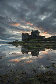 Eilean Donan Castle Symmetry Portrait on 500px by Adrian Harlen ☀ NIKON D800-f/8-1/13s-24mm-iso100, 4912✱7360px-rating:83.7 ◉ Photo location: Google Maps