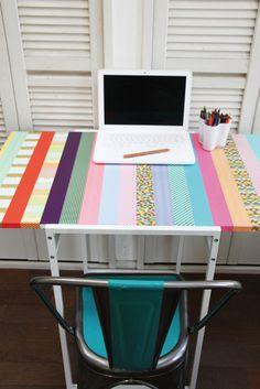 Une table basique devient unique avec des bandes de masking tape !