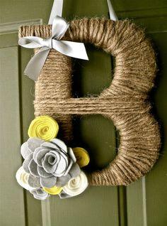 Twine Monogram Wreath with handmade felt flowers - wedding decoration? Letter Wreath, Monogram Wreath, Diy Wreath, Wreaths, Burlap Monogram, Cute Crafts, Crafts To Do, Arts And Crafts, Craft Night