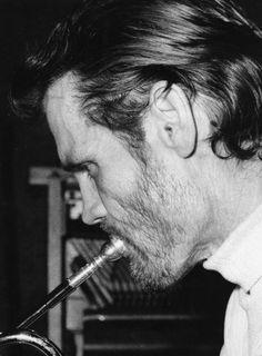 Jazz Artists, Jazz Musicians, Chet Baker, Music Icon, Cool Photos, Photo Galleries, Soundtrack, Celebrities, Gallery