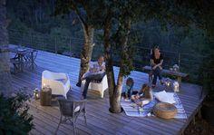 La comodidad y la sencillez son las mejores compañeras para las veladas nocturnas en verano.