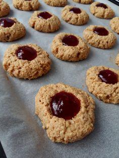 Chrumkavé arašidovo-džemové sušienky, ktorých sa nebudeš môcť nabažiť (Recept) | REFRESHER.sk Stevia, Muffin, Cookies, Breakfast, Christmas, Food, Basket, Diet, Crack Crackers