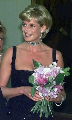 Diana Princess of Wales Emerald and diamond necklace with matching drop pair of earings