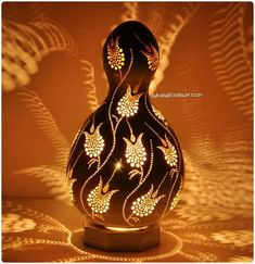 Discover recipes, home ideas, style inspiration and other ideas to try. Gourds Birdhouse, Hand Painted Gourds, Gourd Lamp, Pottery Designs, Nature Crafts, Arts And Crafts, Carving, Decoration, Gourd Crafts