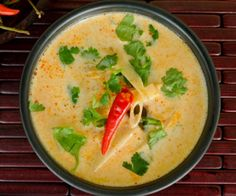 Thermomix Tom Kha Gai soup Full of wonderful flavours, you'll feel instantly transported to Thailand with this classic chicken and coconut soup. Warming and incredibly comforting, this soup w… Protein Shake Recipes, Healthy Soup Recipes, Asian Noodle Recipes, Asian Recipes, Lchf, My Fit Foods, Tom Kha Soup, Thermomix Soup, Kitchens