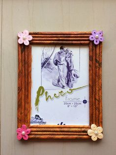 Photo frame made from newspaper and decorated by quilling Newspaper Frame, Newspaper Crafts, Photo Frames For Kids, Picture Frames, Toilet Roll Art, Kids Birthday Crafts, Photo Frame Crafts, Paper Quilling Designs, Quilling Art
