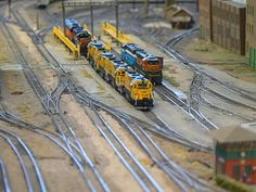 Model railroad -> Create a distinct image of what you'd like to build by designing your layout before you ever touch a train. Several of the world's most amazing model train sets. Print out constructing for model railroad page layout. N Scale Model Trains, Model Train Layouts, Scale Models, Train Ho, Escala Ho, Train Miniature, N Scale Layouts, Old Steam Train, Hobby Trains