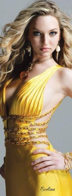 ℳiss Yolanda Yellowstone Shades Of Yellow, Color Shades, Moda Chic, Estilo Fashion, Yellow Fashion, Rainbow Fashion, Mellow Yellow, Color Yellow, Fashion Beauty