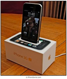 Turn your iphone box into dock. Great idea - never thought about it. (: