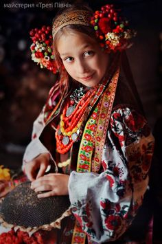 Ukrainian Style Spirit of Ukraine. Costume Russe, Mode Costume, Ukrainian Dress, Ukrainian Art, Folk Fashion, Ethnic Fashion, Folklore, Ukraine, Estilo Popular