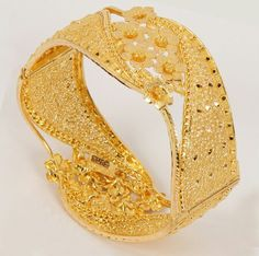 %=='=$=%=%/#==$/!/ Gold Bangles Design, Gold Earrings Designs, Gold Jewellery Design, Gold Jewelry, Jewelery, Indian Jewelry Sets, India Jewelry, Gold Fashion, Bangle Bracelets