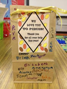 Lirette's Learning Detectives: Last Minute Parent Gift! I used this idea, and I love it! School Gifts, Student Gifts, School Fun, Teacher Gifts, School Staff, Sunday School, School Ideas, Volunteer Appreciation Gifts, Volunteer Gifts