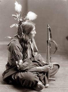 Sioux Indian man 1900, taken by #Gertrude_Kasebier
