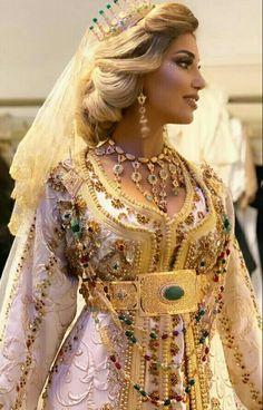 Arab Fashion, Ski Fashion, Winter Fashion, Sporty Fashion, Moroccan Bride, Moroccan Caftan, Pants For Women, Jackets For Women, Women's Jackets