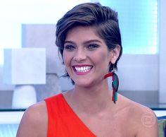 Isabella Santoni participa do Encontro com visual arrasador (Foto: TV Globo)