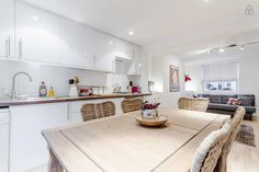 Lovely 2 bedroom flat in the heart of Islington with little patios.
