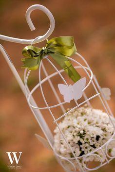 Decoração de casamento simples - Casamento Real: Lívia e Fabio - Casamento na Cachoeira www.clubenoivas.com