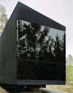 Tiny metal modern box: Summer Cabin Ingarö Stockholm by Imanna arkitekter Architecture Durable, Black Architecture, Interior Architecture, Building Architecture, Design Exterior, Interior And Exterior, Luxury Interior, Casa Bunker, Summer Cabins