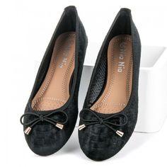 Dámské baleríny Nio Nio Lesen černé – černá Dámy s dobrý vkusem jistě zaujmou tyto elegantní baleríny. Zvířecí vzor na textilním svršku zdobí jemná mašlička. Boty jistě dobře vyniknou s džíny nebo sukní. Do parného …